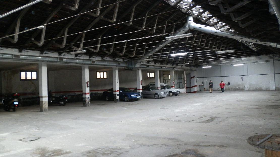 Nave en venta Madrid, distrito de Usera de 1.300m2 Cerca del Centro Comercial Madrid Río. Licencia de Parking y Taller.